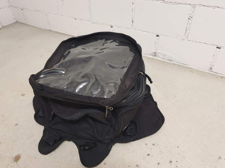 22383 Tankrucksack und Gepäckrolle
