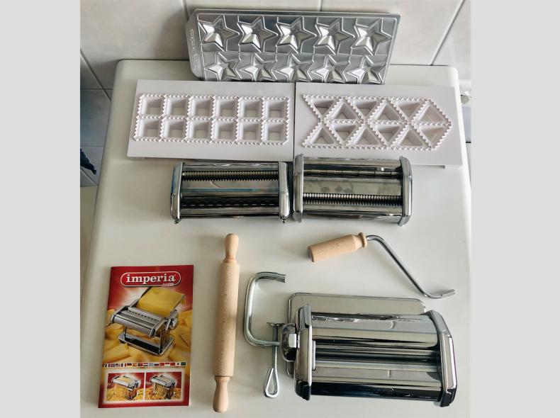 22683 Pastamaschine inkl. Formen