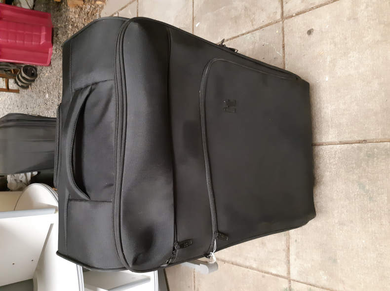 23055 Grosser, leicher Koffer