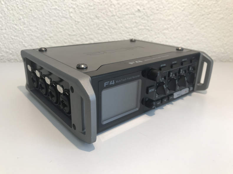 23239 ZOOM F4 MultiTrack Field Recorder