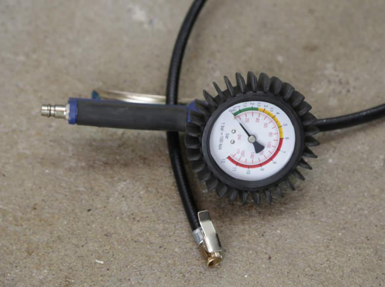 24070 Druckluft Manometer