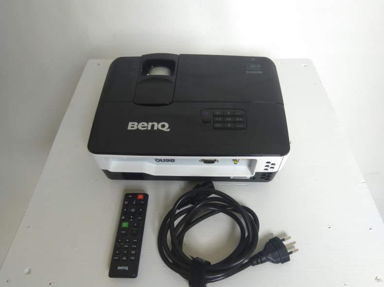 25111 Beamer Benq TH682ST, Full HD, 3000
