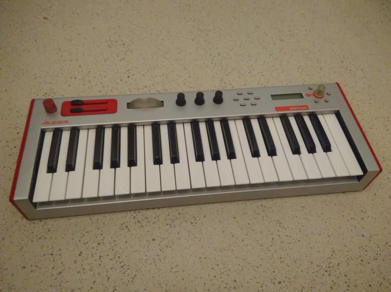 25291 Alesis Micron (Synthesizer)