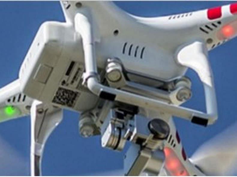 25993 Drohne mit Pilot