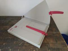 27051 Papierschneidmaschine