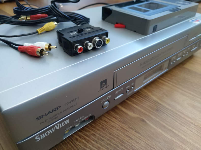 27449 VHS Video Recorder