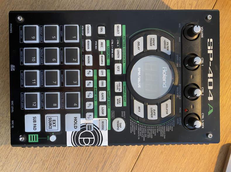 27840 Roland SP 404A