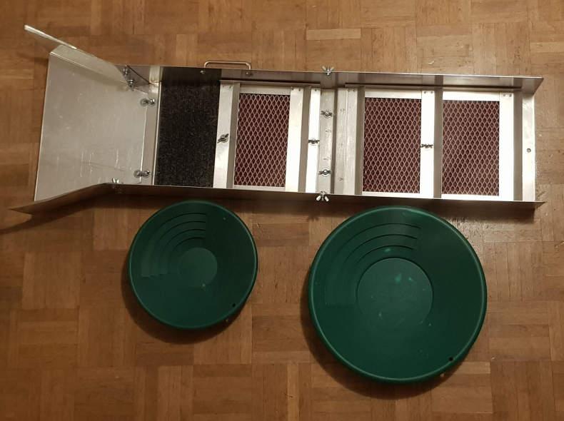 28226 Goldwaschrinne und Waschpfannen