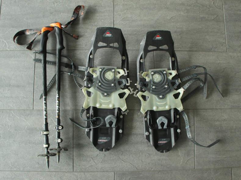 29499 Schneeschuhe MSR mit Stöcken