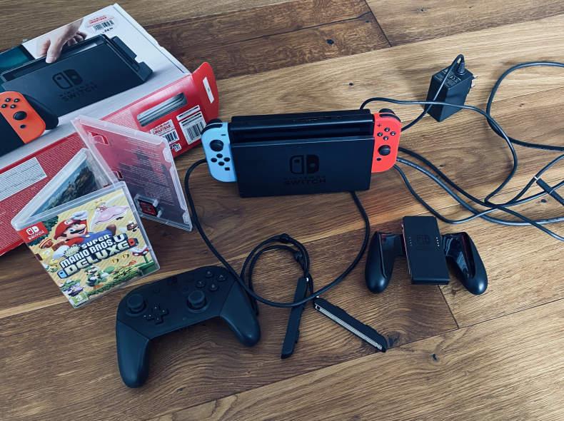 31125 Nintendo Switch Spielkonsole