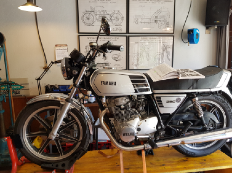 32051 Yamaha XS 250 Motorrad (Oldtimer)