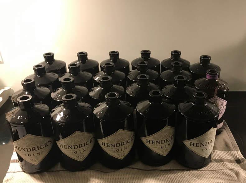 32882 30 Hendricks Gin Flaschen